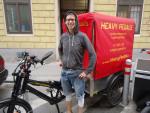 Pez war von April bis Juni 2015 als geringfügig angestellte Lastenradbotin für Heavy Pedals unterwegs und ist seit Februar 2016 als Radmechanikerin bei uns tätig.