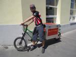Igl ist seit Juli 2015 als fest angestellter Lastenradbote für Heavy Pedals unterwegs.