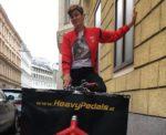 Dani ist seit Juli 2017 als fest angestellte Lastenradbotin für Heavy Pedals unterwegs.